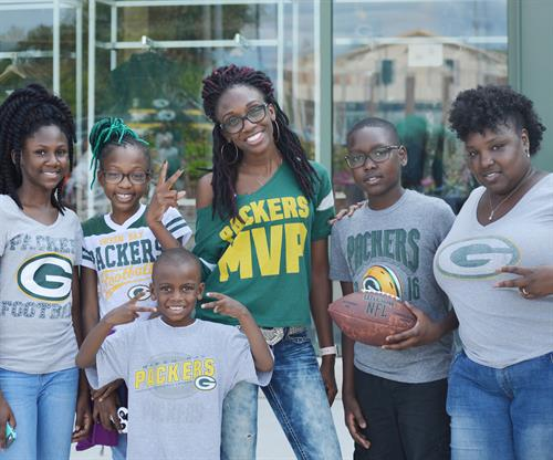 mom-and-kids-packers-fans